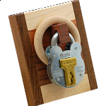 Schloss mit Holz (Lock with Wood)