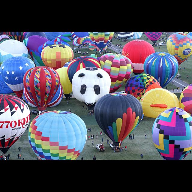 balloons-galore-colorful-hot-air-balloons